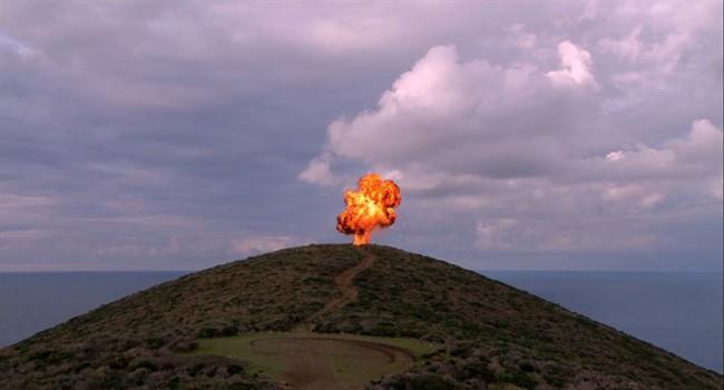 Un vulcano erutta nel film Nuit bleue di Ange Leccia