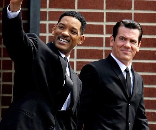 Una divertita immagine di Josh Brolin e Will Smith sul set di Men in Black 3