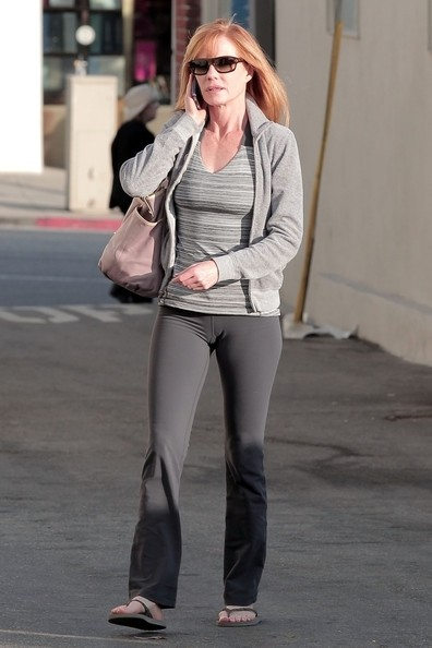 Marg Helgenberger si concede un mani-pedicure in Brentwood