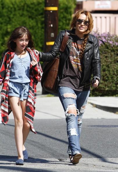 Miley Cyrus trascorre del tempo con la sorella minore Noah a Los Angeles