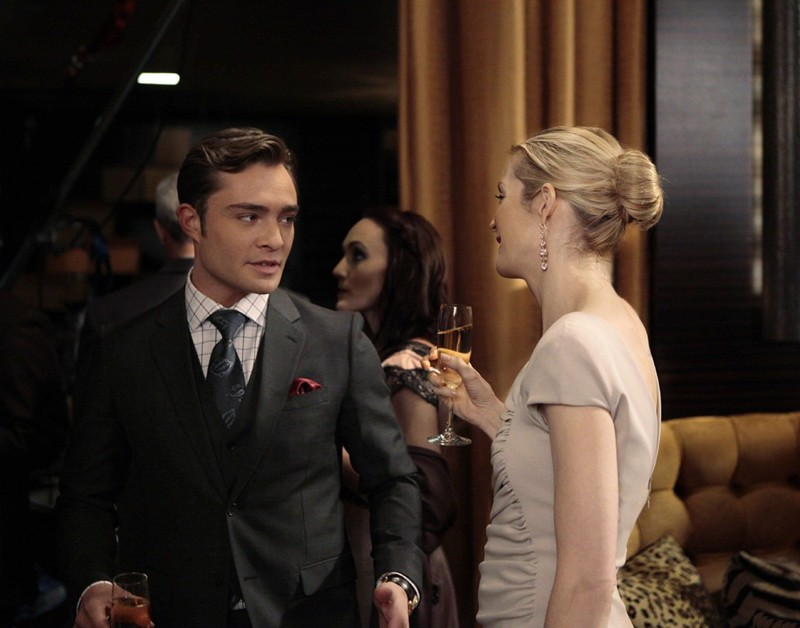 Chuck (Ed Westwick) e Lily (Kelly Rutherford) nell'episodio Empire Of The Son di Gossip Girl