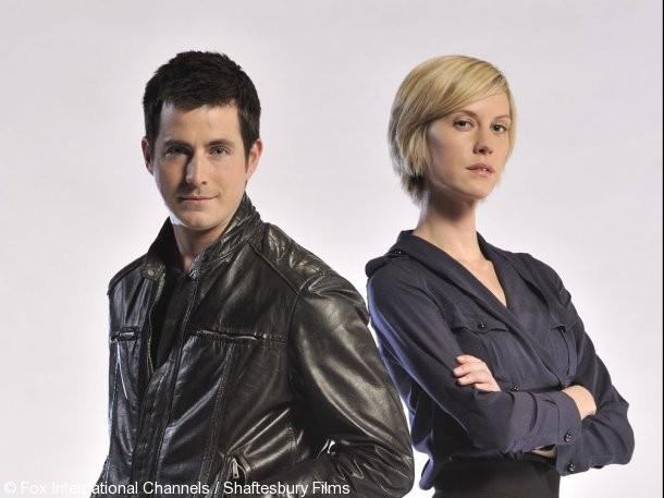 Craig Olejnik e Lauren Lee Smith in una foto promozionale della stagione 2 di The Listener