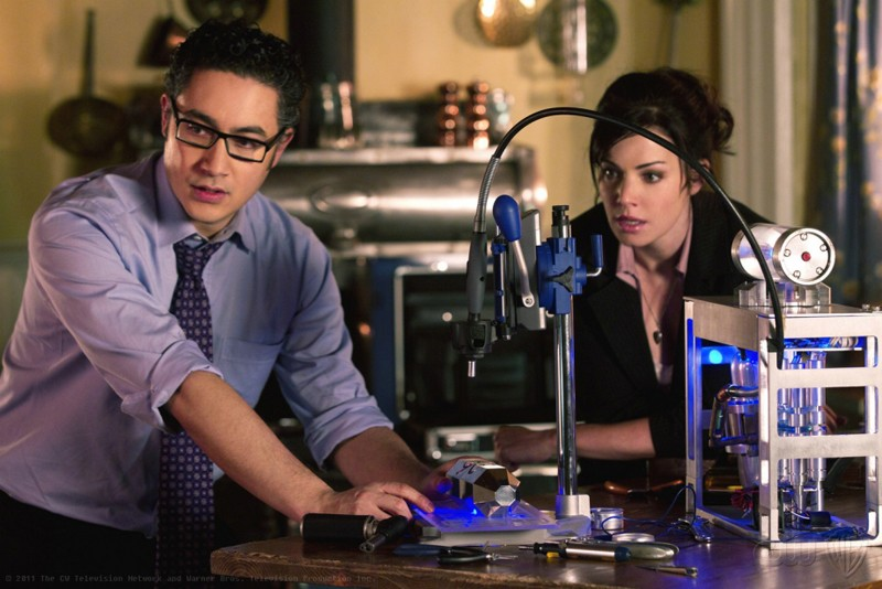 Emil (Alessandro Juliani) e Lois (Erica Durance) nell'episodio Kent di Smallville