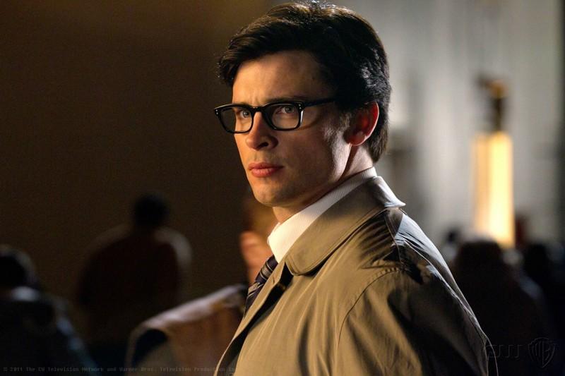 Il classico Clark Kent (Tom Welling) con gli occhiali nell'episodio Booster di Smallville