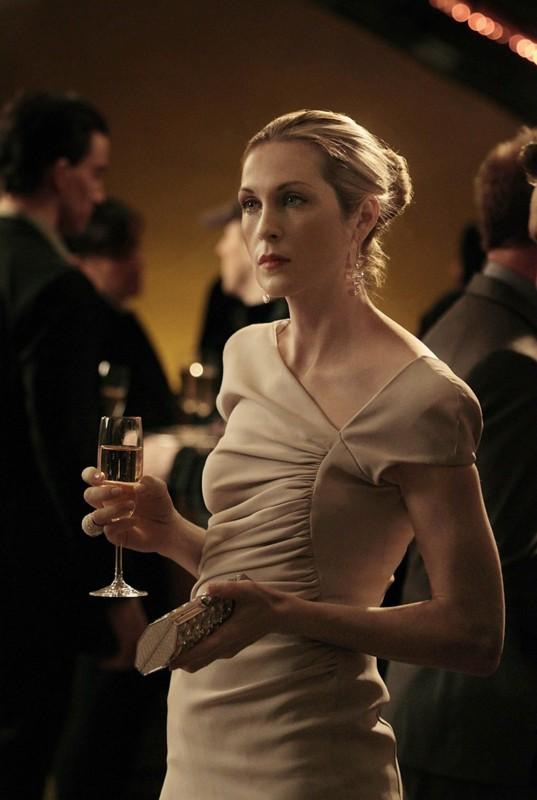 Un'elegante Lily (Kelly Rutherford) nell'episodio Empire Of The Son di Gossip Girl
