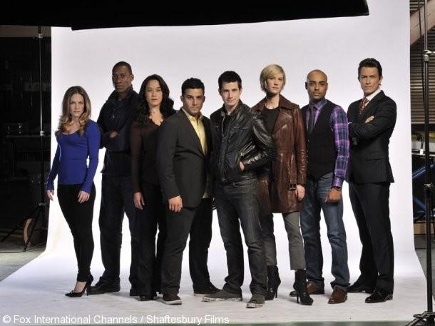Una foto promozionale del cast della stagione 2 di The Listener