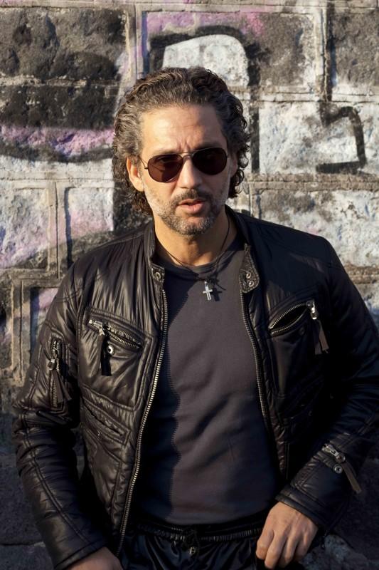 Beppe Fiorello in una immagine promo del film I baci mai dati
