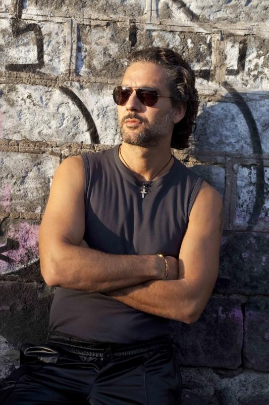 Beppe Fiorello in una immagine promozionale del film I baci mai dati