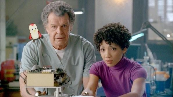 John Noble e Jasika Nicole in una scena dell'episodio Lysergic Acid Diethylamide di Fringe