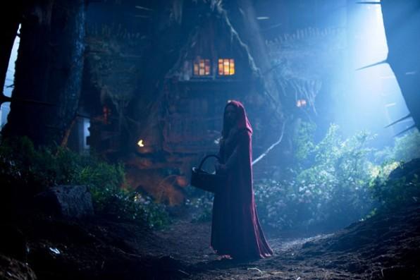 Amanda Seyfried è la protagonista di Cappuccetto Rosso Sangue