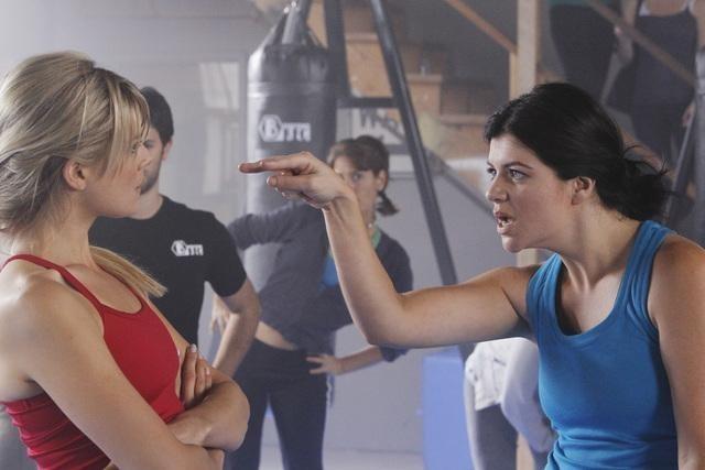 Eliza Coupe e Casey Wilson in una scena dell'episodio Of Mice & Jazz-Kwon-Do di Happy Endings