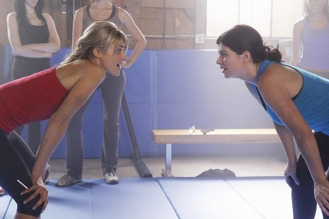Eliza Coupe e Casey Wilson nell'episodio Of Mice & Jazz-Kwon-Do di Happy Endings