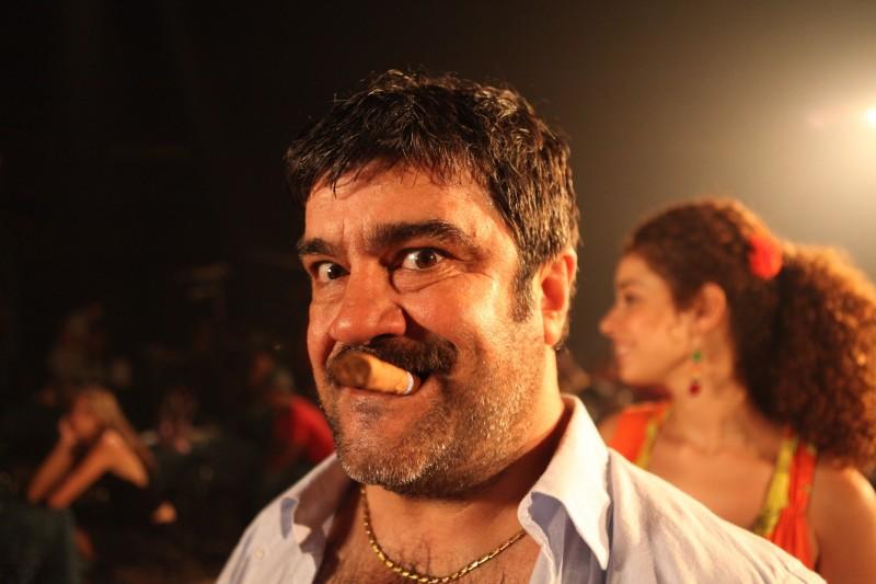 Francesco Pannofino in una scena di Faccio un salto all'Avana