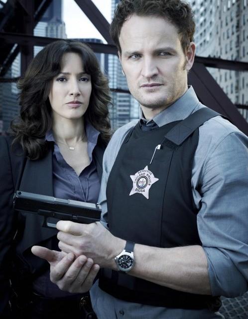 Jason Clarke e Jennifer Beals in una immagine promozionale di The Chicago Code
