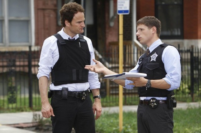 Jason Clarke e Matt Lauria in una scena dell'episodio Hog Butcher di The Chicago Code