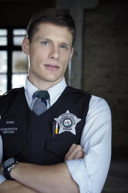Matt Lauria in una immagine promozionale di The Chicago Code