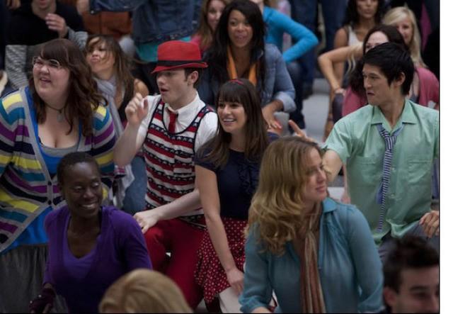 Ashley Fink, Chris Colfer, Harry Shum e Lea Michele nell'episodio Born This Way di Glee