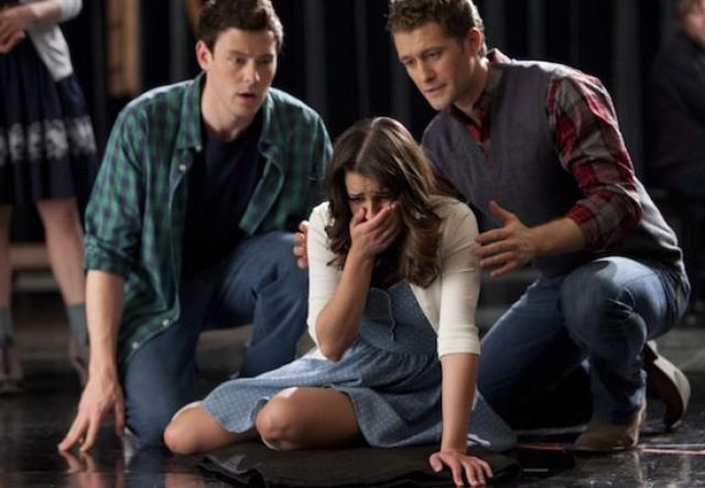 Cory Monteith, Matthew Morrison e Lea Michele nell'episodio Born This Way di Glee
