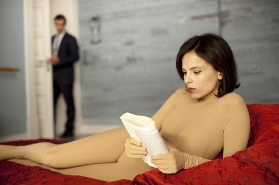 Elena Anaya in una scena di La Piel que Habito