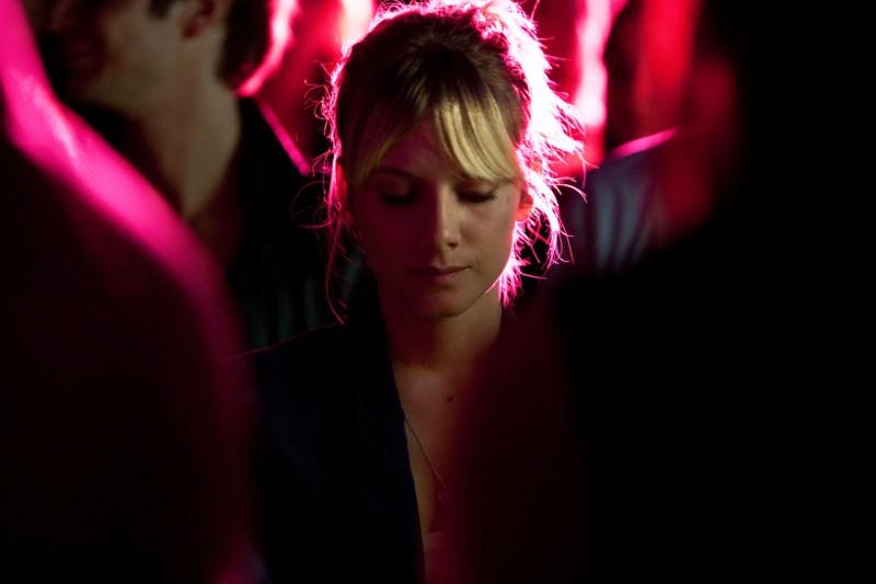 La bellissima Melanie Laurent in una sequenza di Et soudain tout le monde me manque