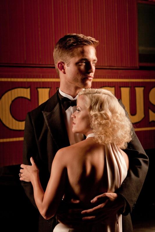 Robert Pattinson con Reese Witherspoon nel film Come l'acqua per gli elefanti, del 2011
