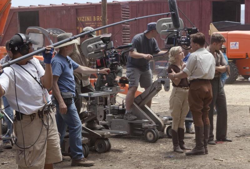Christoph Waltz con Reese Witherspoon e Robert Pattinson sul set del film Come l'acqua per gli elefanti