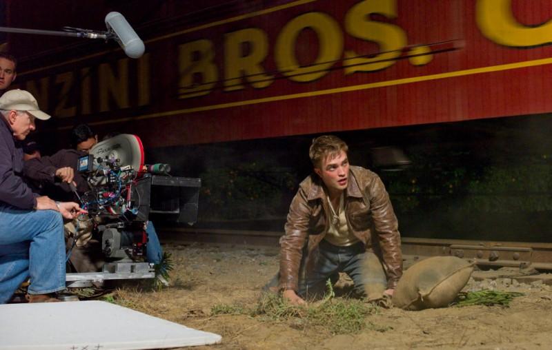 Pattinson gira una scena di Water for Elephants
