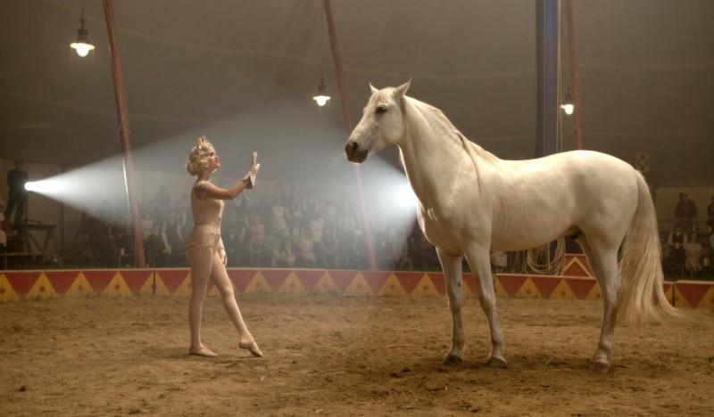 Reese Witherspoon è la performer Marlena nel film Come l'acqua per gli elefanti