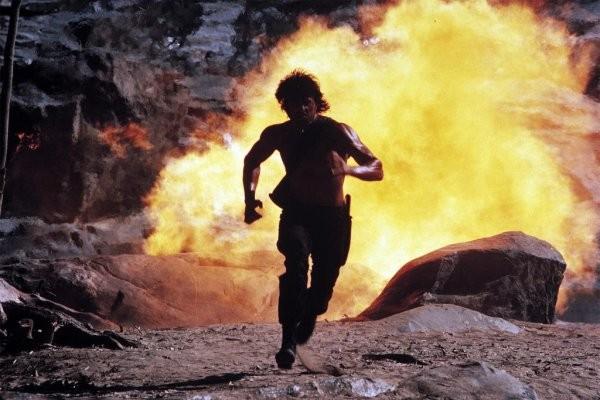Stallone in una sequenza action di Rambo 2