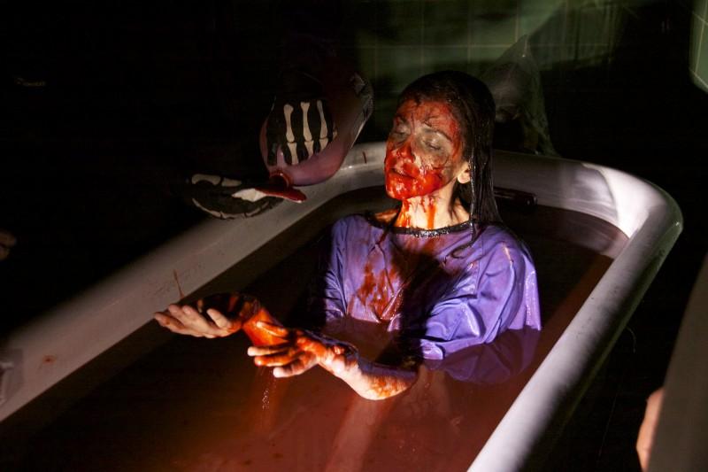 Una sanguinosa sequenza del film ESP - Fenomeni paranormali