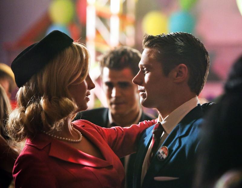 Candice Accola e Zach Roerig danzano al ballo nell'episodio The Last Dance di Vampire Diaries