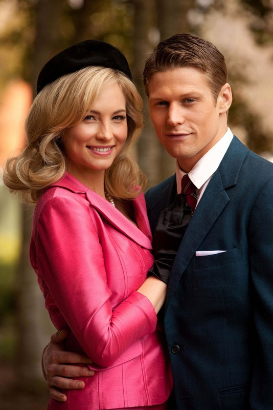 Candice Accola e Zach Roerig posano per una foto dell'episodio The Last Dance di Vampire Diaries