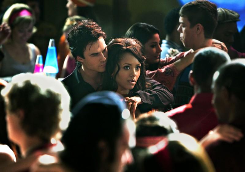 Ian Somerhalder parla con Katerina Graham nell'episodio The Last Dance di Vampire Diaries