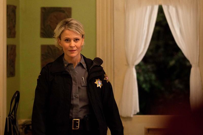 Liz (Marguerite MacIntyre) in un momento dell'episodio The Last Dance di Vampire Diaries