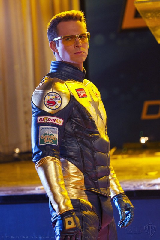 Booster Gold (Eric Martsolf) in una scena dell'episodio Booster di Smallville
