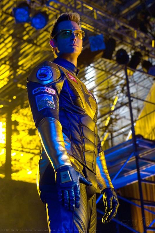 Booster Gold (Eric Martsolf) in una sequenza dell'episodio Booster di Smallville