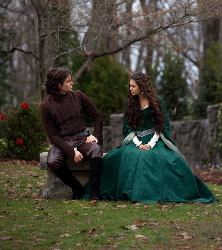 Elijah (Daniel Gillies) conversa con Katherine (Nina Dobrev) nell'episodio Klaus di Vampire Diaries