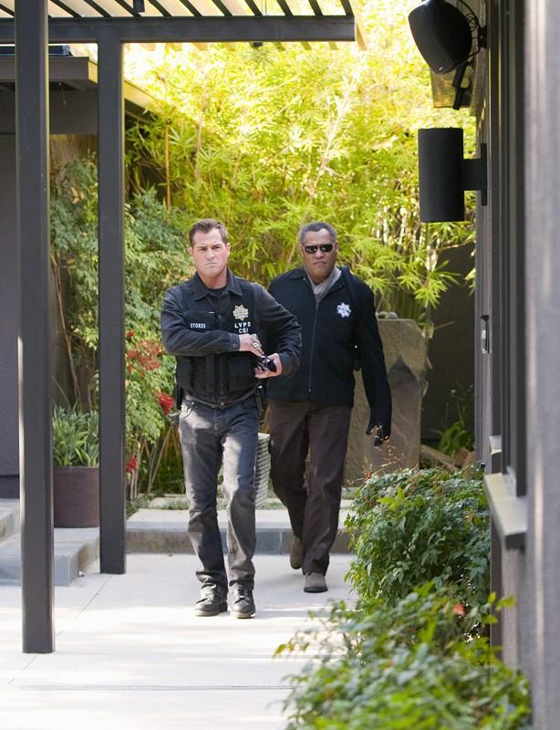 George Eads e Laurence Fishburne nell'episodio Hitting for the Cycle di CSI: Scena del crimine