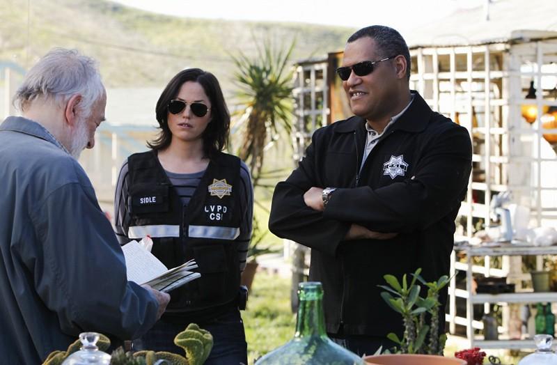 Jorja Fox e Laurence Fishburne in una scena dell'episodio Turn On, Tune In, Drop Dead di CSI: Scena del crimine