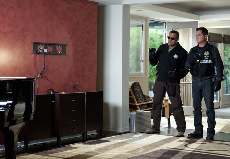 Nick (George Eads) e Langston (Laurence Fishburne) nell'episodio Hitting for the Cycle di CSI: Scena del crimine
