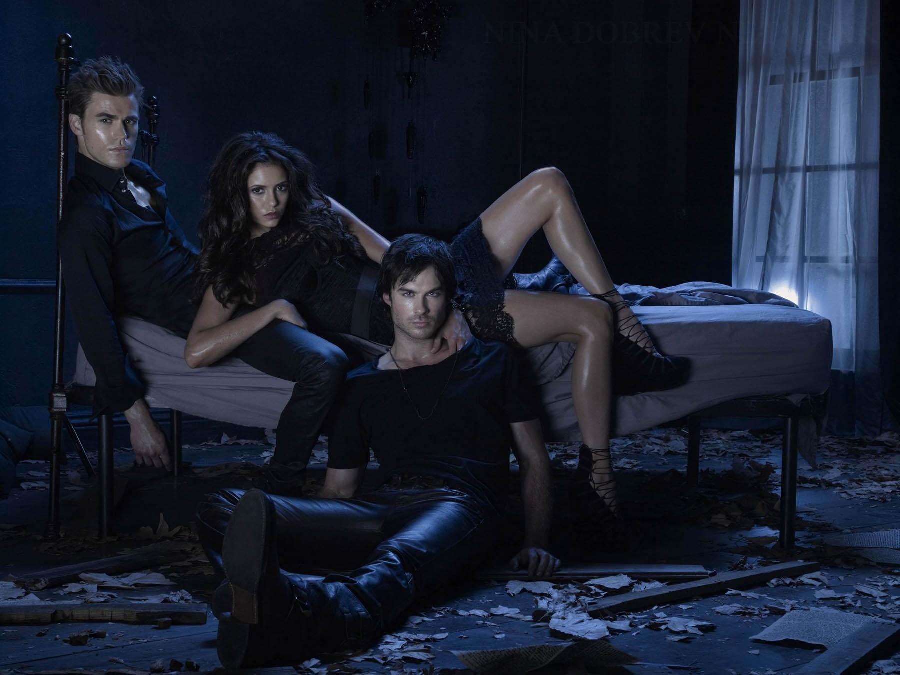 Wallpaper: versione sexy dei tre protagonisti di Vampire Diaries