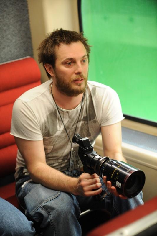 Il regista Duncan Jones sul set del film The Source Code