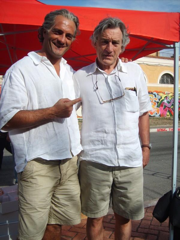 Robert De Niro con la sua controfigura, lo stuntman Mauro Aversano sul set di Manuale d'Amore 3