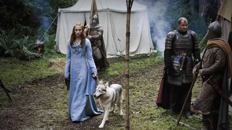Sophie Turner in una scena dell'episodio The Kingsroad di Game of Thrones