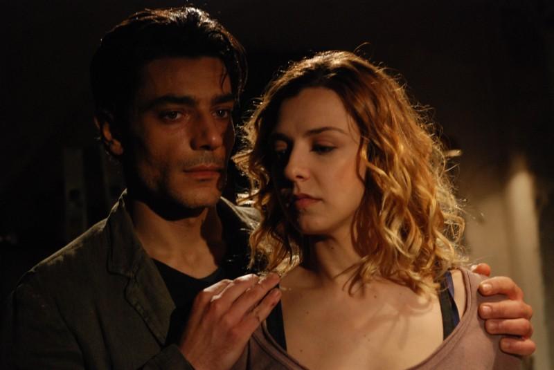 Giuseppe Zeno in una scena del dramma Il sesso aggiunto accanto a Myriam Catania