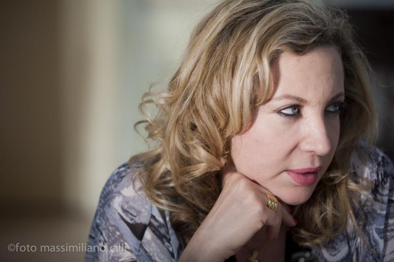 Iaia Forte è 'la Signora' nel film Notizie degli scavi di Emidio Greco