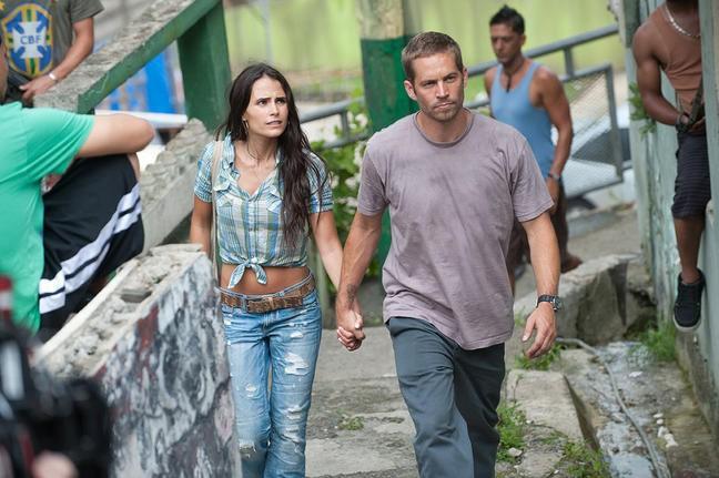 Jordana Brewster e Paul Walker  in una scena di Fast & Furious 5