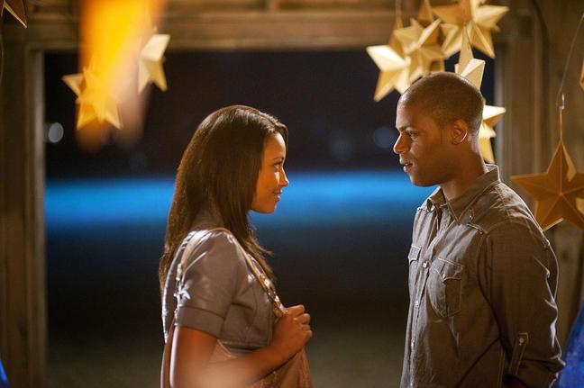 Kylie Bunbury e De'Vaughn Nixon in una scena del film Prom