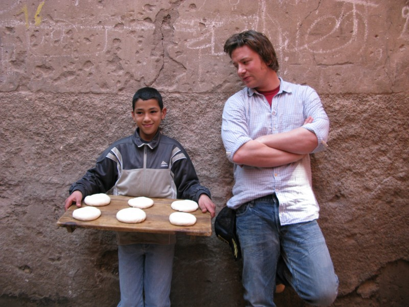 Lo chef  Jamie Oliver presenta lo show I viaggi di Jamie