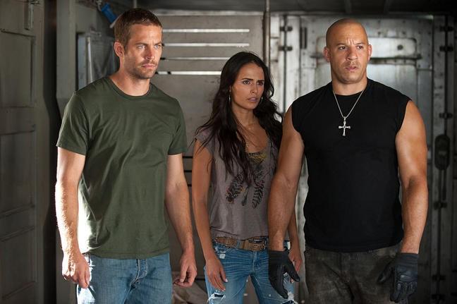 Vin Diesel con Paul Walker e Jordana Brewster in una scena di Fast & Furious 5
